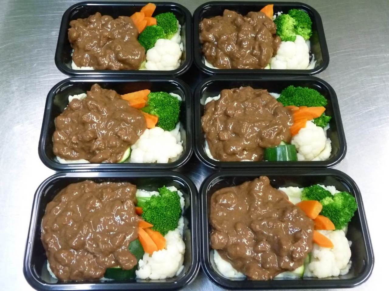 Six Beef Guinness ready-meals in packaging trays
