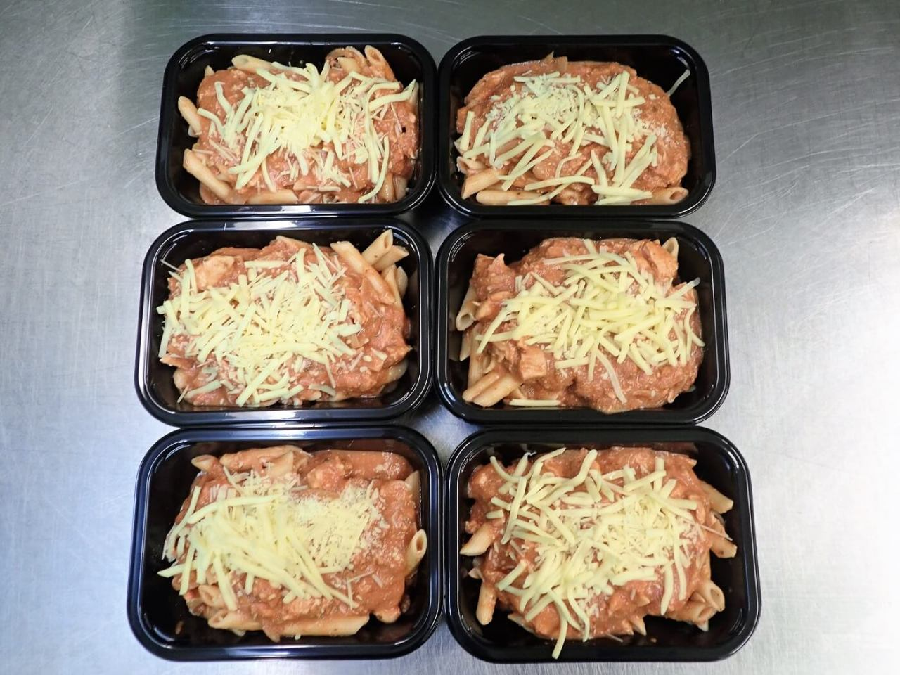 Six Chicken Bacon Pasta ready-meals in packaging trays