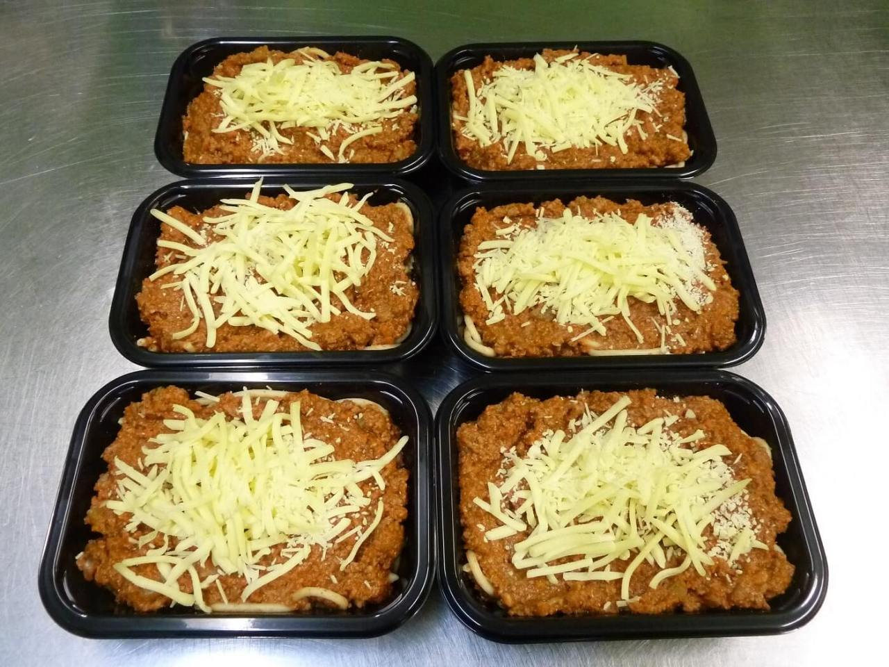Six Pasta Bolognaise ready-meals in packaging trays